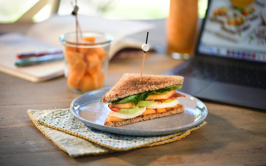 Mini club sandwich melon, chorizo et mozzarella