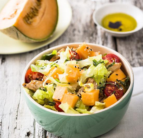 Salade de melon au poulet mariné