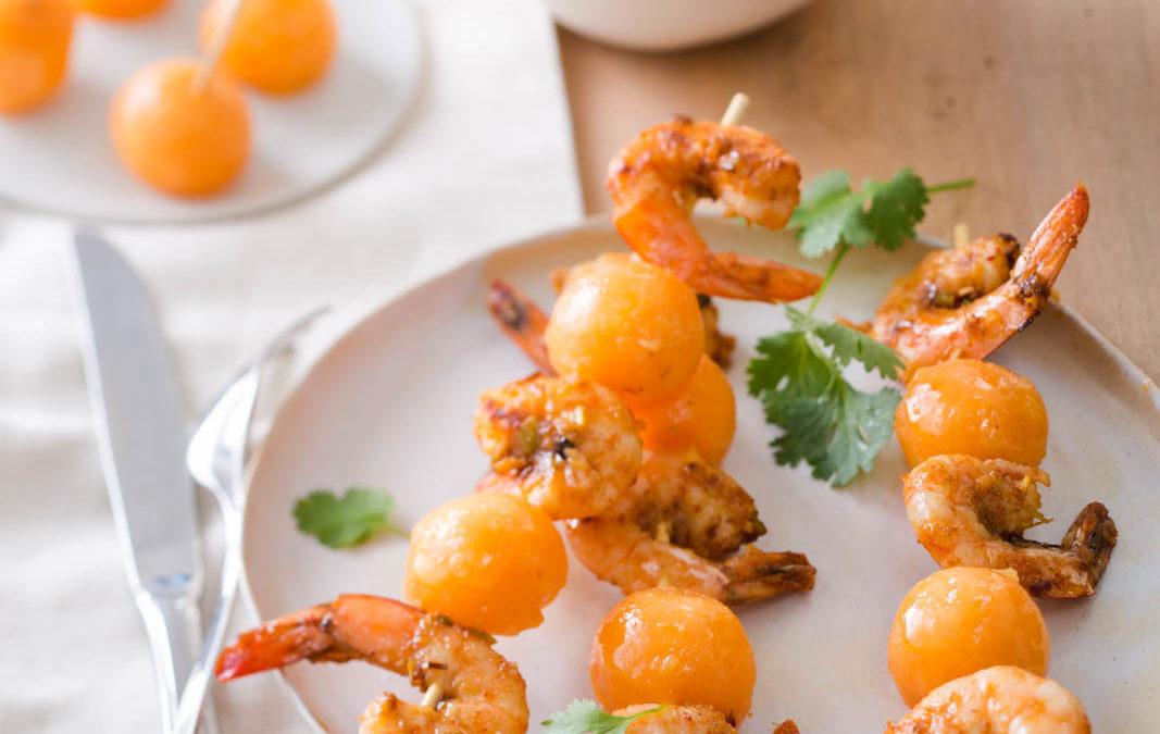 brochettes de melon et crevettes au curry rouge et lait de coco